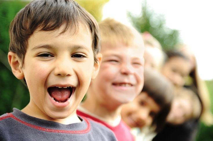 Kinderen met ADHD lopen in hun leven tegen allerhande problemen aan. Door huntomeloze energie krijgenkinderen met ADHD soms conflicten met anderen. Daarnaast hebbenzevaak problemen met hun zogeheten 'executieve functies', zoals plannen, overzicht bewaren, tijd bewaken en hun emoties controleren. Als leerkracht, hulpverlener of ouder, kun je kinderen met ADHD op een aantal hele praktische manieren …