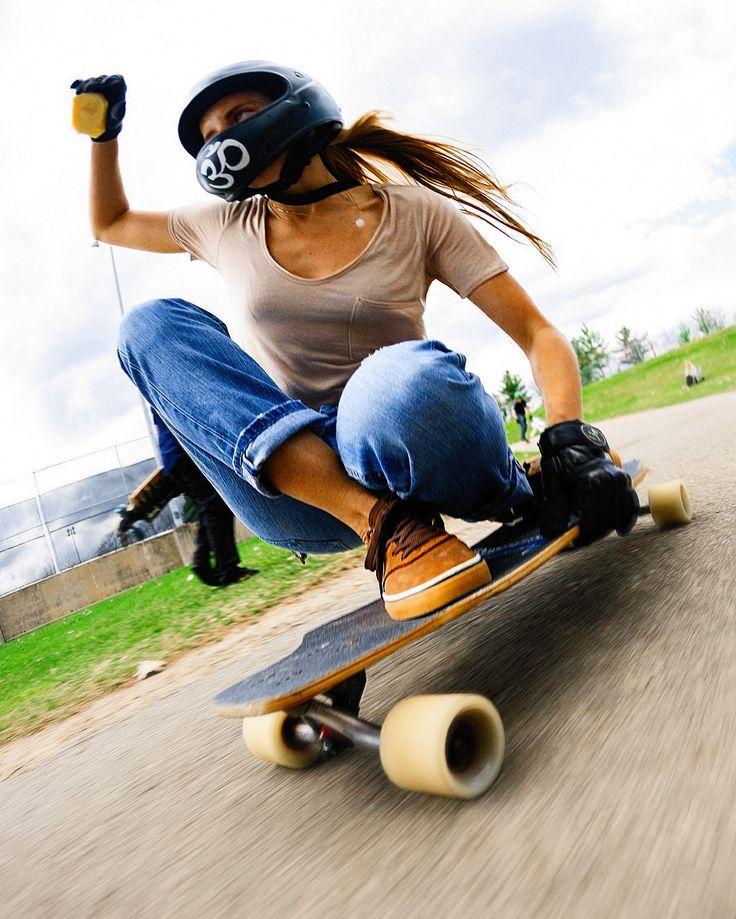 на скейтборде картинка