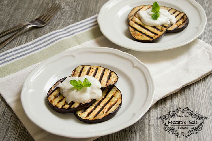 Melanzane+grigliate+con+salsa+allo+yogurt