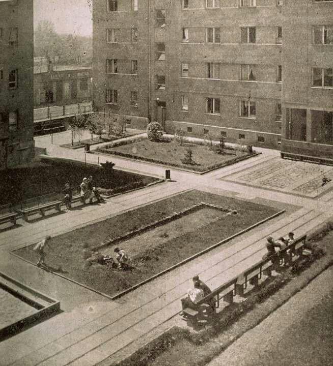 W 1938 roku, XIII kolonia WSM na Żoliborzu zdobyła 1 miejsce w konkursie. Nagrodą było wyposażenie dziedzińca.