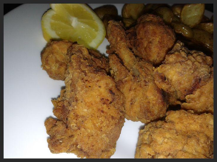 Wie kent het niet, de krokant gefrituurde kip ala KFC? Ik heb nog nooit bij KFC gegeten, maar het is ook heel simpel zelf te maken. Het sch...