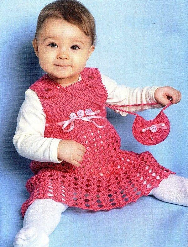 """Magnifique robe rouge , pour fillette de 6 à 12 mois , assortie à son petit sac , au crochet n° 2 , trouvée sur le site de """" Kruschcom.ru """" , avec ses grilles gratuites ."""