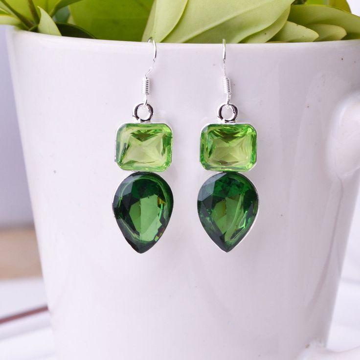 $15.000- Aretes en plata con piedras verdes largo 3cm
