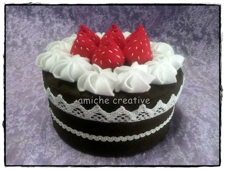 Scatola piccola torta in pannolenci, by Amiche Creative, su misshobby.com