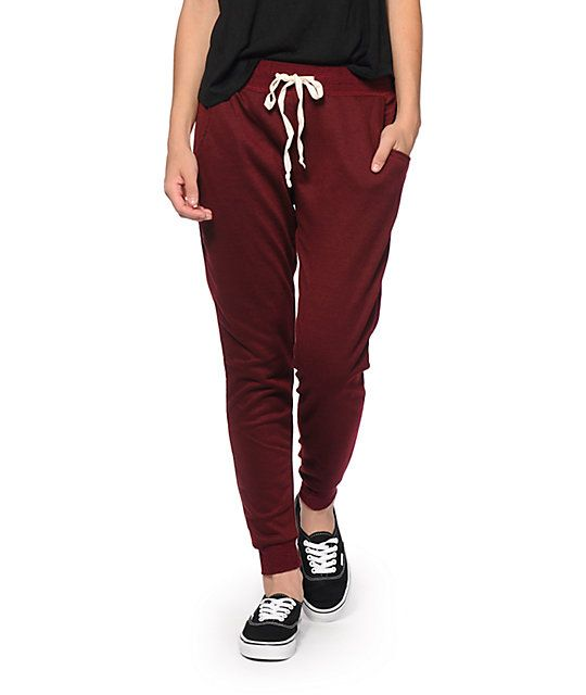 impactful outfits with burgundy joggers blue