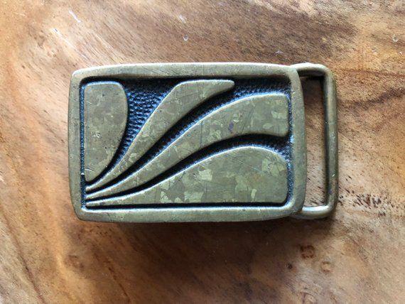 Vintage Belt Buckle Wave Surf Design