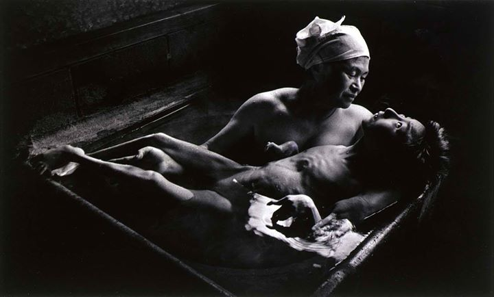 #Tomoko in Her Bath Mother and daughter with Minamata Disease Japan 1971. Photographed by W. Eugene Smith. [1400x845] #history #retro #vintage #dh #HistoryPorn http://ift.tt/2gtIuAT