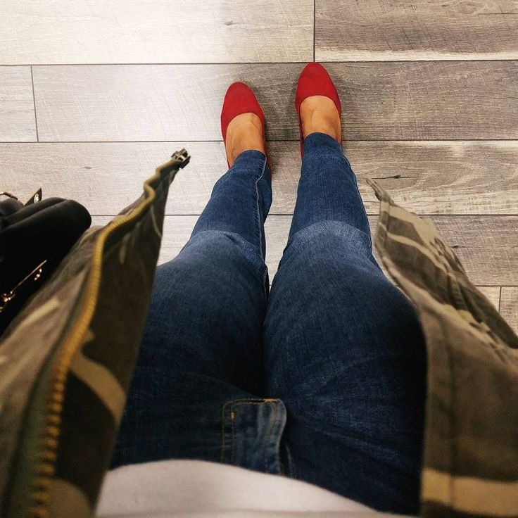 Camo jacket. Red heels. Red pumps. Camo jacket outfit. How to wear a camo jacket. Army fatigue jacket. Red shoes outfit