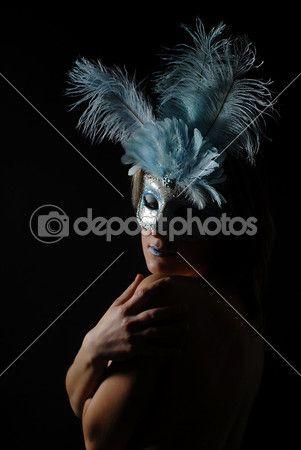 Sensation - persone, camuffamento, capelli, carnevale, colore, eleganza, fondo bianco, giallo, isolato, le labbra, maschera, occhio, ritratto, rosso, sensuale, umani, veneziana, viso, Bellezza, Glamour, Modello, abbastanza, adulto, black, calm, compongono, dama, fantasia, fashion, female, festa, gold, jester, joker, makeup, masquerade, mistery, mysterious, nascondi, ragazza, ruolo, sensuality, sexy, splendida, theater, tranquillo, vestito, violacea, woman, young