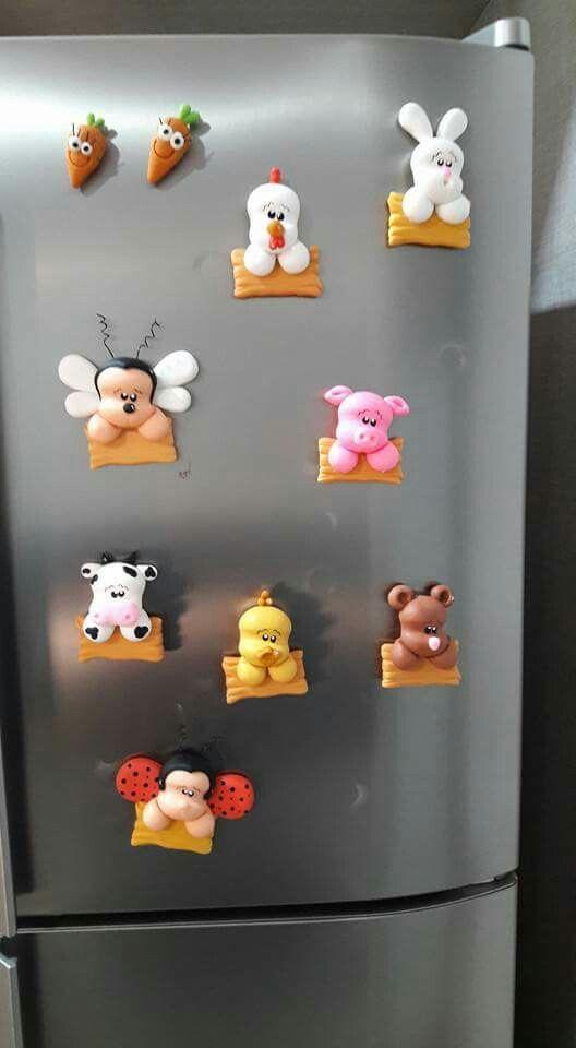 Imãs de geladeira biscuit.