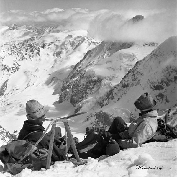 Rast in Schnee und Eis. Alte Bilder von Touren in den Ortler Alpen, Allgäuer Alpen und den Dolomiten. Jetzt einzigartige Bergbilder online entdecken!