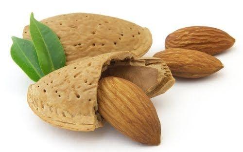 Tatlı Badem Yağı faydaları  Kuru ve çatlak ciltler üzerinde olumlu etkileri olur. Tatlı Badem Yağı E vitamini ve mineraller bakımından zengi...