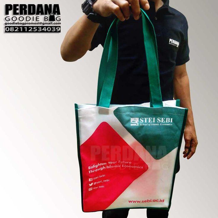 model goodie bag dan tas souvenir custom perdana Tas Promosi Custom Produksi Perdana Tas promosi kali ini kami buat khusus klien kami yang berada di Pisangan Ciputat. Tas promosi dengan pilihan bah…