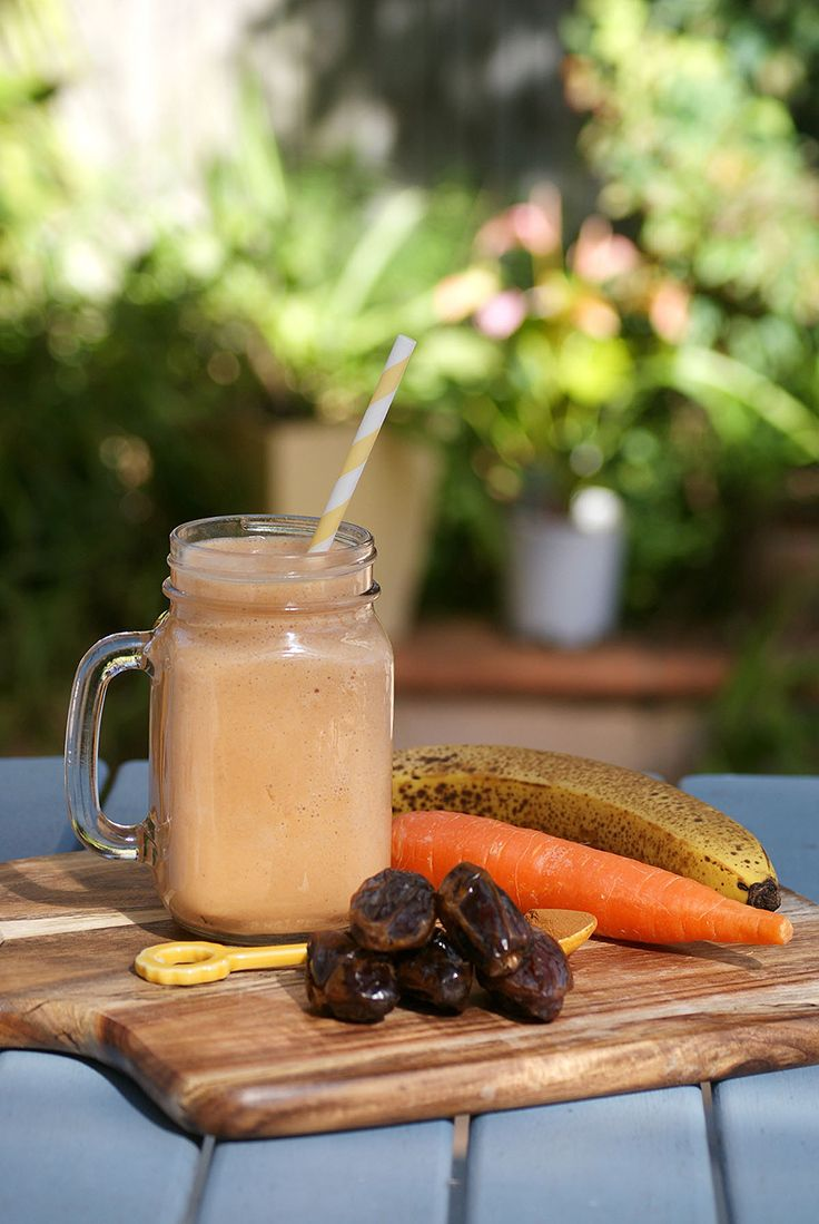 With just five ingredients, this tastes like dessert! #smoothie #recipe #healthy