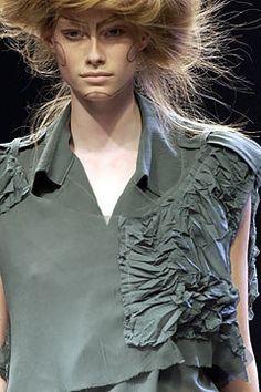 Yohji Yamamoto Spring 2005 Ready-to-Wear Fashion Show Details