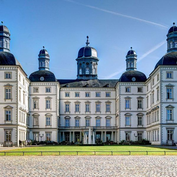 GERMANIA – Koeln Schloss Bensberg ***** Cu o vedere care asupra catedralei din Koeln care iti taie rasuflarea, deosebit de #elegant si cu un service personalizat la cel mai inalt nivel. Aceasta locatie #luxoasa si confortabila garanteaza un #sejur cu stil. http://bit.ly/2Aso2h2