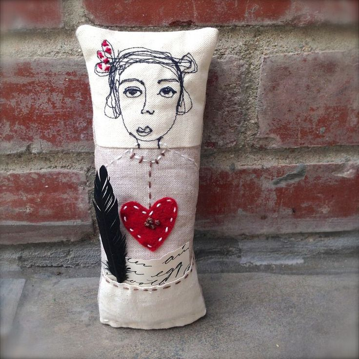 Free motion stitched doll pillows - Jenny Doh