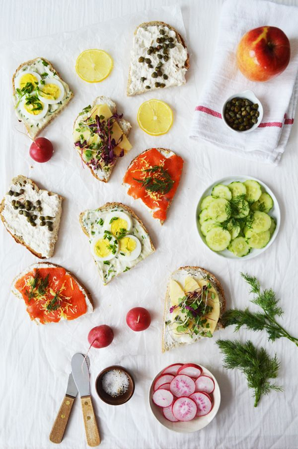 SMØRREBRØD BREAKFAST - open faced sandwiches for breakfast, party and picnic // fluxi on tour