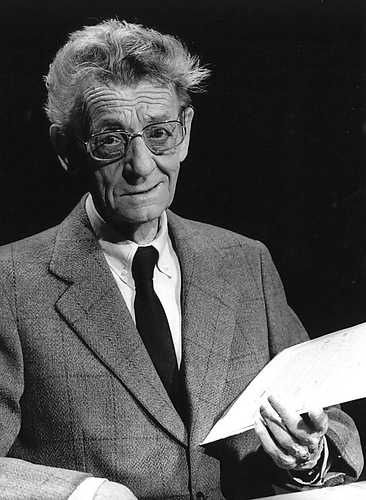 """Simon Carmiggelt; ja, die """"kronkels"""" die hij met die droge stem van hem vertelde op de televisie. Zálig vond ik dat. Een schrijver om nooit te vergeten."""