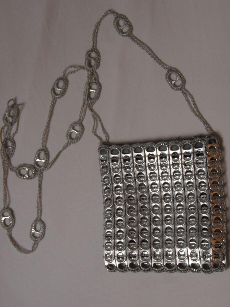 Pochette en capsules de canettes recyclees : Sacs bandoulière par jpcapsule