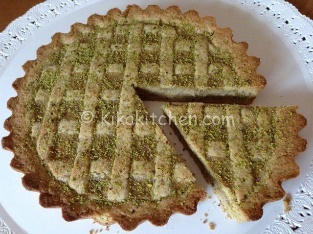 La crostata al pistacchio, è una vera delizia, semplice da preparare. Sia la pasta frolla che la crema pasticcera sono realizzate con farina di pistacchio.