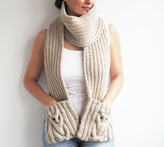 Chouette écharpe tricotée avec un fil de laine et d'acrylique écru de haute qualité qui est doux, léger et très confortable. Vous pouvez l'utiliser de différentes façons comme indiqué sur les photos. Vous pouvez également le porter sur votre manteau. La mesure est Longueur: 210 cm Largeur: 20 cm» Pour voir plus de châles et foulards: http://www.etsy.com/shop/afra?section_id=5682253 Pour voir notre boutique: http://www.etsy.com/shop/afra T...