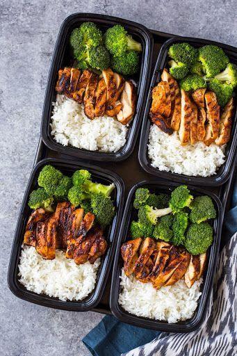 20 Minuten Mahlzeit-Prep Huhn, Reis und Brokkoli mit Wasser, Jasminreis, Salz, …