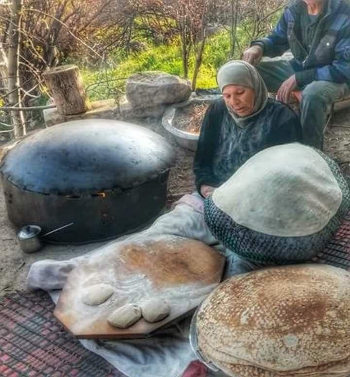 الخبز المرقوق على الصاج جنوب لبنان Outdoor Decor Decor Fish