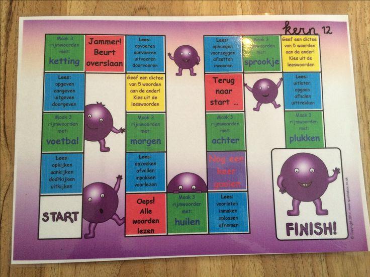 Spellen om te oefenen met de woorden uit veilig en vlot, dit is kern 12! Te spelen met 1 tot 4 spelers, je hebt een dobbelsteen nodig en pionnetjes of iets dergelijks. Gooien, opdrachten maken en ... de volgende is aan de beurt! Het lege spelbord heb ik gevonden op www.sparklebox.co.uk, de inhoud heb ik zelf gemaakt. Het bestand is op A4 formaat even lamineren en spelen maar! Interesse? Stuur me een mailtje (jufhesterindeklas@gmail.com) en ik mail je de gevraagde bestanden toe!