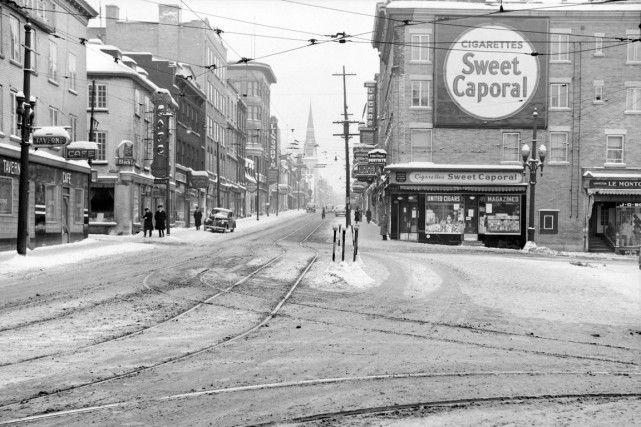 La place D'Youville en 1943