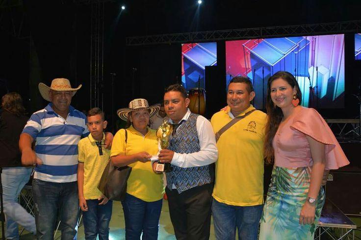Premiación a Director de la Banda seis de Agosto de Baranoa, Atlántico, ganadora de la categoría  Mayores.