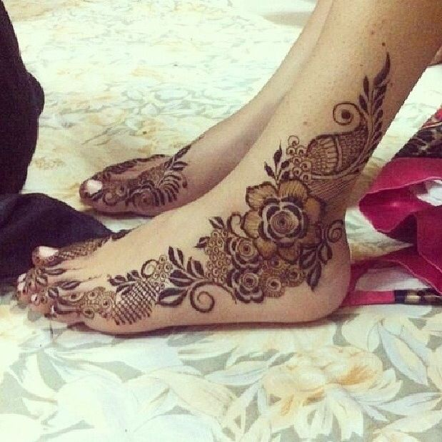 Beautiful feet henna. I actually love the rose part as a tattoo