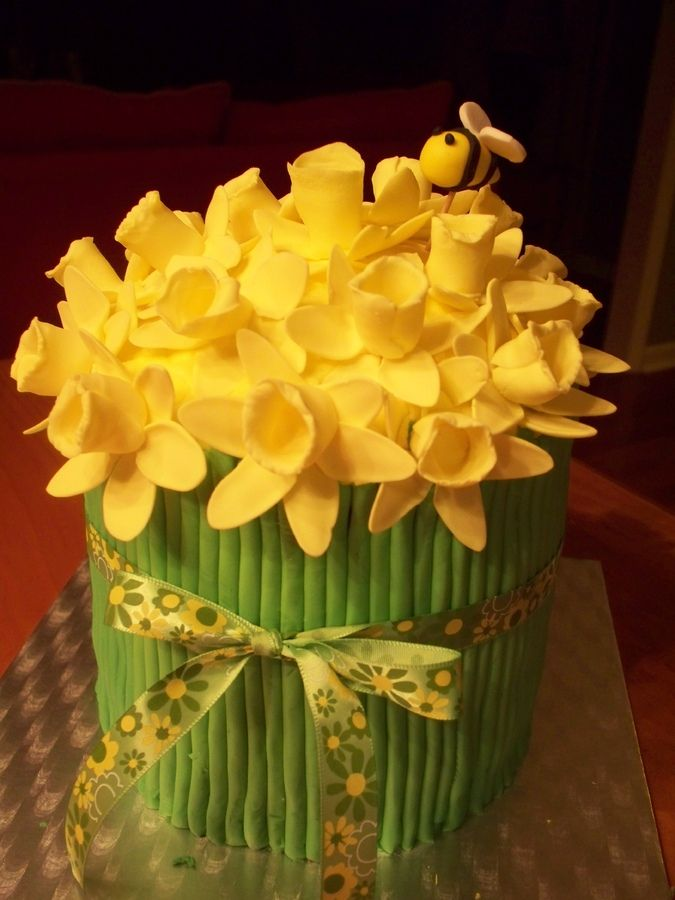 daffodil cake | have been looking at the daffodil cakes on CC and wanted to make one ...