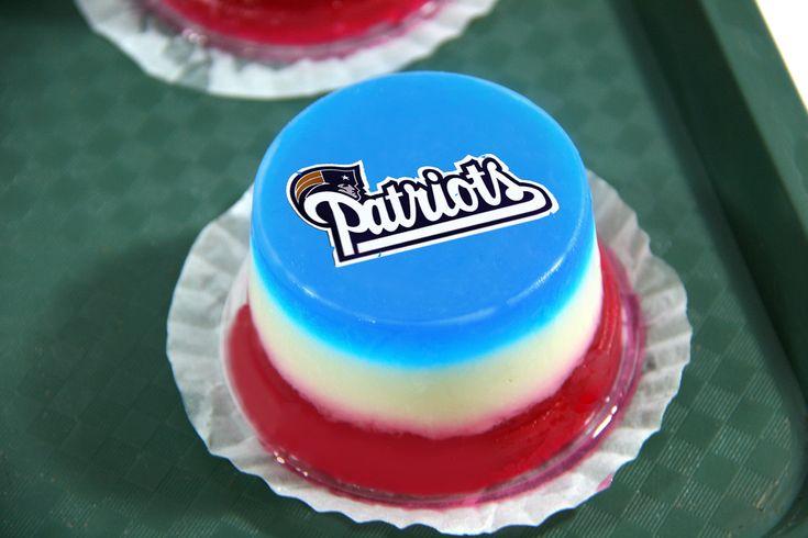 How to Make New England Patriots Jello Shots via www.wikiHow.com
