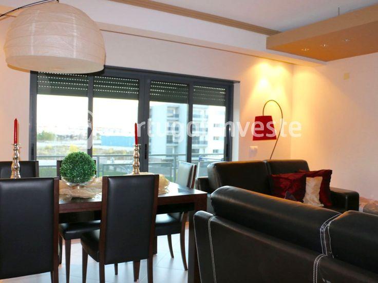 Sala - Vende excelente T3 duplex com 219 m2, estacionamento para 2 carros e arrecadação no Montijo - Portugal Investe