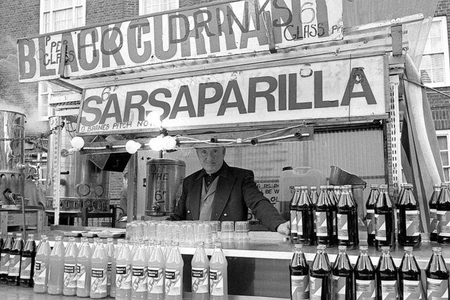 Roy Reed : George Barnes, Sarsaparilla stall, East Street Market. From a group of photos taken in East Street Market in March 1975.