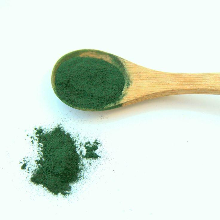 ::SPIRULINE::  🌱Ce super-aliment qui vient des eaux douces a conquis les menus de tous ceux qui cherchent booster son organisme d'une façon naturelle. La spiruline est une micro-algue, naturellement riche en protéines, mais aussi en anti-oxydants. La spiruline est une vraie mine de nutriments et micronutriments essentiels : 12 vitamines, minéraux, acides gras essentiels, phycocyanine, bêta-carotène... Testez la Spiruline Herbær Labs et boostez votre quotidien ! Link sur notre bio ;) .
