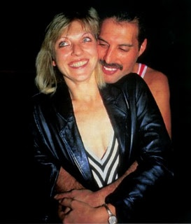 Freddie, content with the love of his life, Mary Austin. Just look at the pure look of joy in his face & his smile. Rest in Peace, Freddie. [1946-1991]
