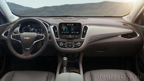 Интерьер Chevrolet Malibu 2016 / Шевроле Малибу 2016 – панель приборов и центральная консоль