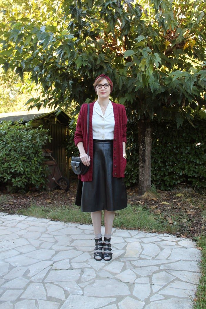 Vintage leather midi skirt, retro shirt, wedges and socks --------  Yiyou from Mars Blog  #midiskirt #vintagelover #vintageleatherskirt #heelsandsocks