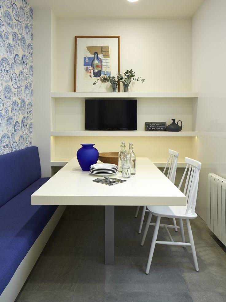 Molins Interiors // arquitectura interior - interiorismo - decoración - comedor - cocina - mesa - blanco - azul - papel