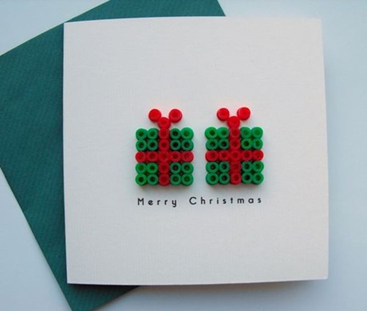 Julekort med små pakker lavet af HAMA perler