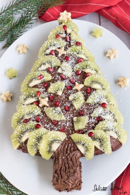 Torta a forma di albero di Natale con Nutella e frutta ricetta Dulcisss in forno by Leyla