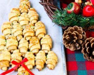 Croissants apéritifs façon sapin de Noël au fromage frais et ciboulette : http://www.fourchette-et-bikini.fr/recettes/recettes-minceur/croissants-aperitifs-facon-sapin-de-noel-au-fromage-frais-et-ciboulette