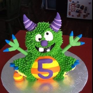 Mon plus gros projet jusqu'à maintenant.  Je suis très fière du résultat! Un des gâteaux de fête de mon fils, Émile, pour ses 5 ans!