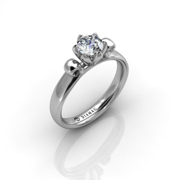 Un model cu un design floral armonios, inelul de logodnă din aur alb S86RO este alegerea perfectă pentru cei care apreciză lucrurile simple, dar în același timp deosebite. Caseta delicată este alcătuită din linii fine și lasă lumina să ajungă la diamant. Inelul poate fi comandat cu diamant rotund de minimum 0.20 carate.