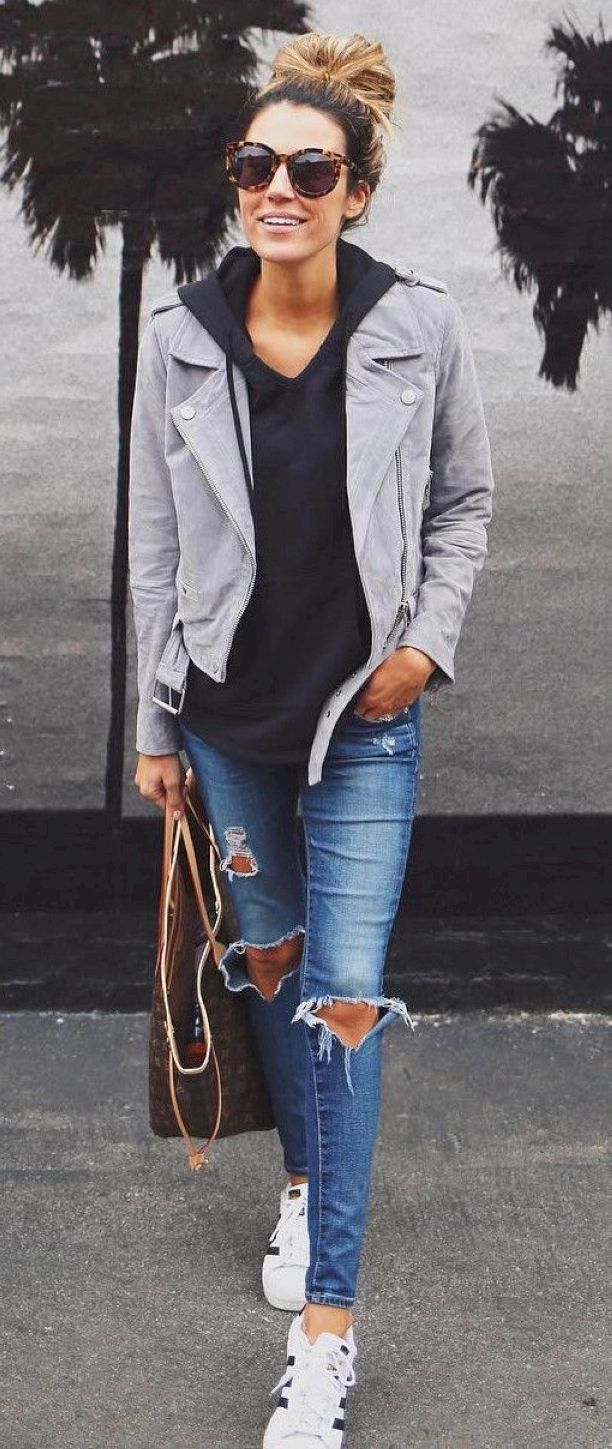 Stunning 69 Trendy and Casual Street Style Inspiration to Copy from https://www.fashionetter.com/2017/05/11/trendy-casual-street-style-inspiration-copy/