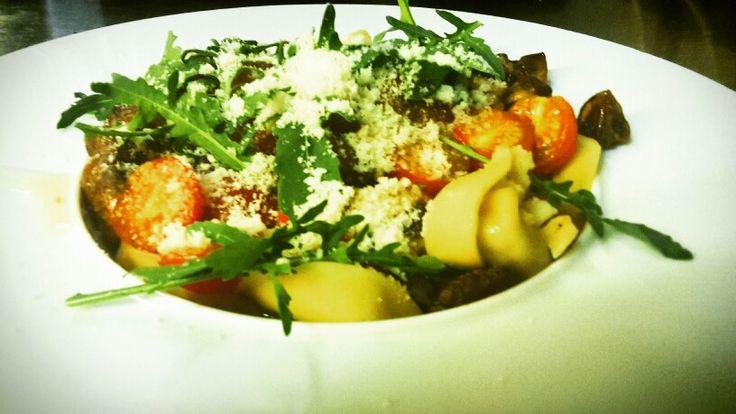 Vegetarische tortellini met ricotta , champignons, tomaat en rucola