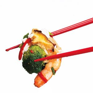 5-Step Recipe: Easy Shrimp and Veg Stir-Fry: Flash:Wok or no, you can whip this up faster than the delivery guy drives. And stir-fry is so simple, it's screwup-proof.(Plus, this recipe only takes 20 minutes to make!) 1. Combine: 1/2 cup chicken broth, 2 tbsp each oyster sauce...