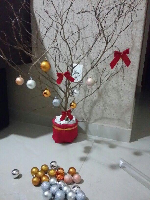 Começando a árvore de natal sem judiar da natureza...